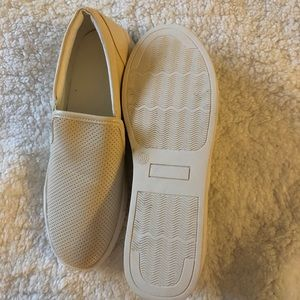 Shoes - Cute slip on shoes!